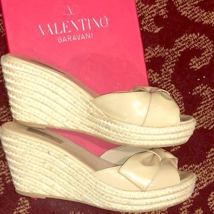 Cream/Tan Patent Leather Wedged 👠 By Valentino-41